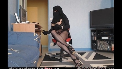 sexy arab trans show webcam       www.oopscams.com