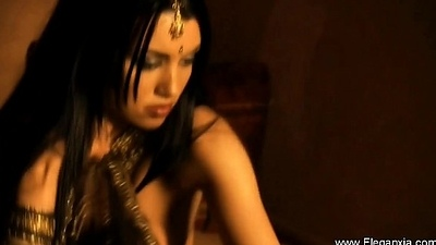 Brunette Bollywood Dancer Babe